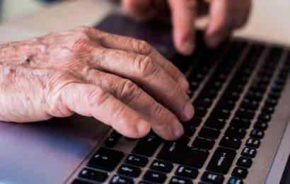 Gobierno habilita sitio web para que adultos mayores se registren para recibir vacuna contra COVID