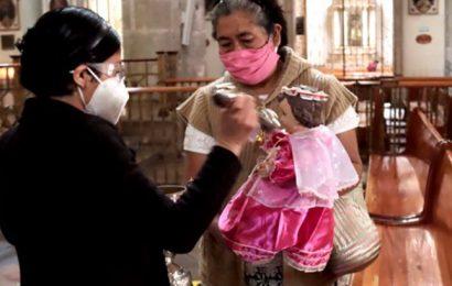 Siguiendo las tradiciones, en pandemia, oaxaqueños bendicen a su Niño Dios