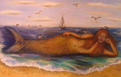 Una misteriosa sirena frente al océano pacífico, en Huatulco