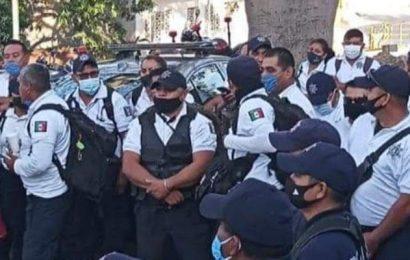 Protestan trabajadores contra ediles morenistas de Juchitán y de Salina Cruz