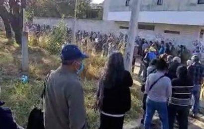 Tlalixtac de Cabrera y San Bartolo Coyotepec vacunan a sus adultos mayores
