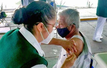 Oaxaca solo ha vacunado el 6 por ciento de sus adultos mayores en 51 municipios