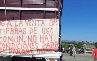Mantiene bloqueo en carretera transísmica en el tramo Juchitán-Tehuantepec