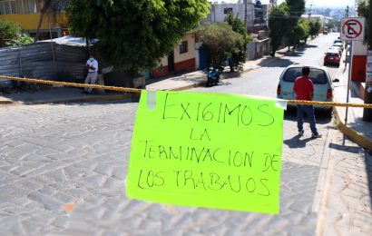 En La Cascada, bloquean calles por obras inconclusas