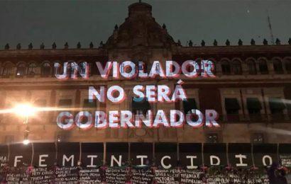 'México feminicida', 'Aborto legal ya'… Mujeres proyectan consignas en memorial de Palacio Nacional
