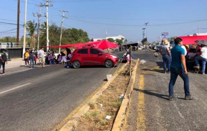 Con bloqueos carreteros en el Istmo, empleados exigen vacuna anticovid