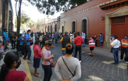 Colonos protestan en Casa Oficial en demanda de obras