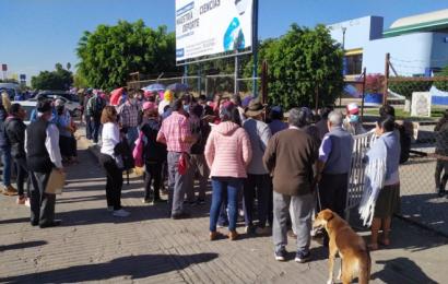 Con retraso, inicia vacunación vs COVID-19 en la ciudad de Oaxaca