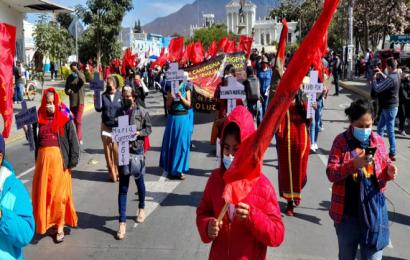 Marchan mujeres en la capital oaxaqueña, denuncian nula atención del Gobierno