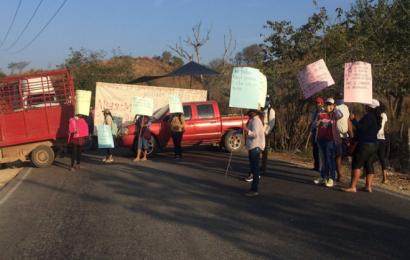Con bloqueo, pobladores de Mártires de Tacubaya exigen destitución de edil