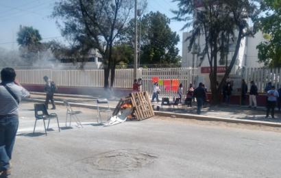 Pobladores de Mixtepec saquean oficinas de Bienestar, piden renuncia de Nancy Ortiz