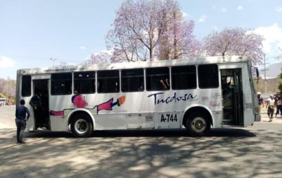 Normalistas bloquen autopista Oaxaca-Cuacnopalan, insisten en contrataciones