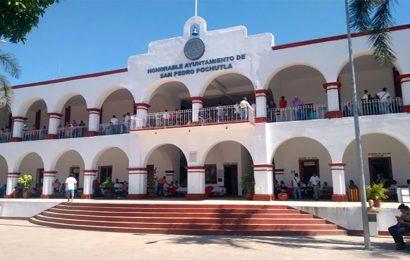 Destituyen a policías de Pochutla que agredieron a pareja sin cubrebocas