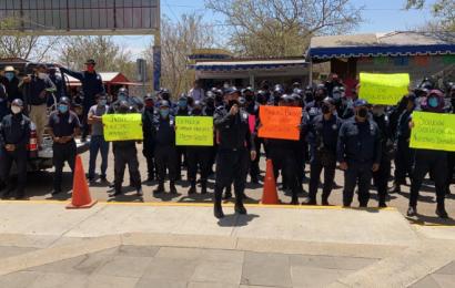Protestan policías estatales en Congreso local; exigen mejoras laborales