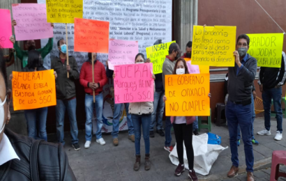Protestan empleados del extinto Seguro Popular; exigen recontratación