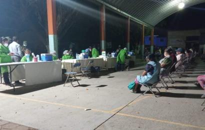 Llevan más vacunas a Zaachila, luego de inconformidad de ciudadanos