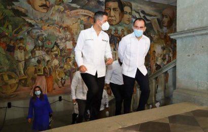 Llega secretario de Hacienda a Oaxaca y preside con gobernador entrega de hospital