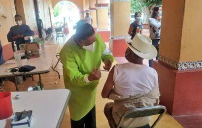 La vacunación contra el COVID-19 llega a 291 municipios de Oaxaca