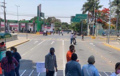 Organizaciones bloquean la Calzada Niños Héroes de Chapultepec en Oaxaca