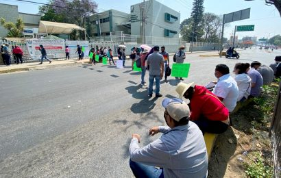 Más bloqueos: sindicato de Telebachillerato Comunitario impide paso en cruceros capitalinos