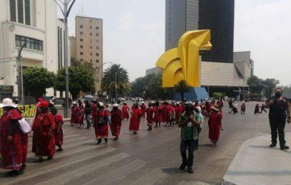 En CdMx, comunidad Triqui de Oaxaca marcha en Reforma hacia embajada de EU