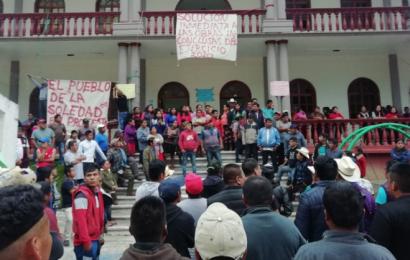 Pobladores de Ayautla toman palacio municipal; piden obras