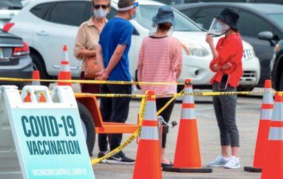 Mexicanos viajan a Estados Unidos a vacunarse contra el COVID-19