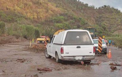 De nueva cuenta se suspende paso en Totolapa; lluvia se llevó el camino provisional
