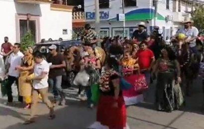 En Juchitán realizan regada de frutas, incumpliendo medidas por COVID-19