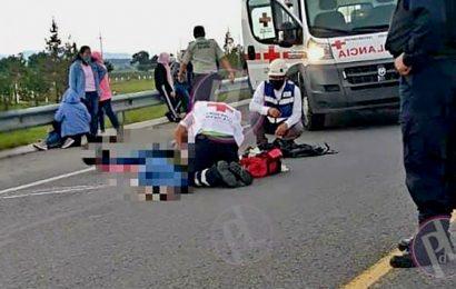 Mueren dos normalistas en Puebla al intentar saquear un tráiler