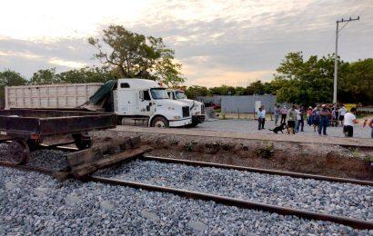 Campesinos de Mogoñé Viejo impiden trabajos en vías del tren transístmico