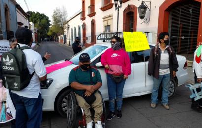 Medallistas Paralímpicos protestan para exigir becas