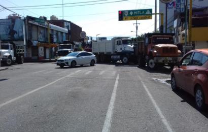 Con bloqueo en Santa Lucía, transportistas exigen pagos