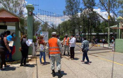 Se agotan otra vez las vacunas en instalaciones de la Sedena en Oaxaca