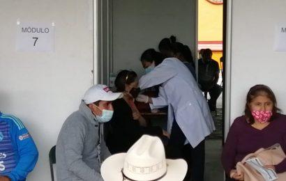 Vacunan municipios de Oaxaca a adultos de 50 a 59 años en la segunda dosis