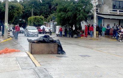Vecinos de Volcanes, Dolores y Primera Etapa liberan calle Prolongación Orquídeas