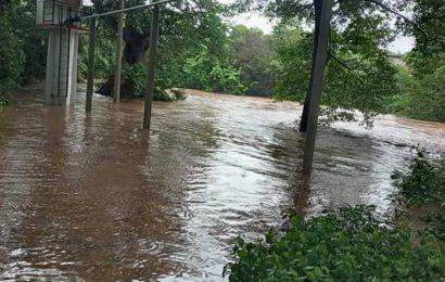 Se desbordan ríos en región istmeña por lluvia atípica