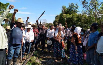 """Pueblos mixes de Oaxaca """"paran"""" trabajos del Interoceánico del Istmo; exigen cumplir demandas"""