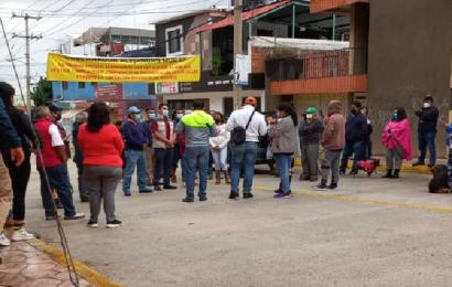 Con bloqueo, colonos piden reparación de calle