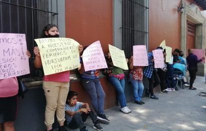 Mujeres de la 14 de Junio bloquean a la altura de Casa Oficial, respaldan a ferieros