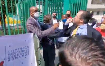 Funcionarios de Embajada de Cuba en México enfrentan a manifestantes