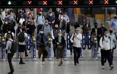 Londres mantiene uso de cubrebocas obligatorio en transporte público