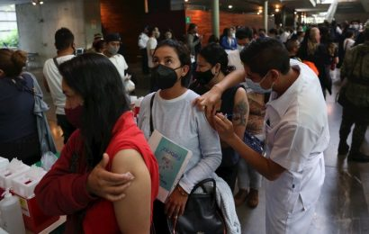 México reconoce tercera ola de COVID-19, pero minimiza efectos con vacunas