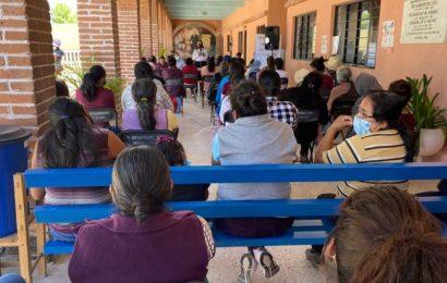 Promociona Sebien el programa Crédito a la Palabra de la Mujer con las mujeres mixtecas