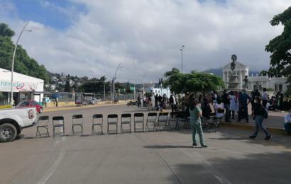Por segundo día consecutivo, personal de salud protesta por falta de insumos
