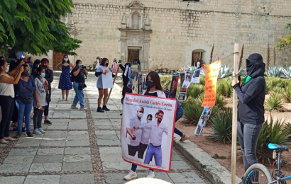 "Con ""tendederos"" de denuncia exhiben a deudores alimentarios de Oaxaca"