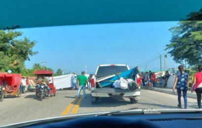 Bloquean carretera en el Istmo de Tehuantepec, impiden el paso a Chiapas