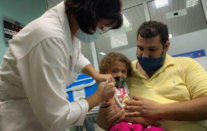 Hay una «acción concertada» en amparos para aplicar vacunas a menores de edad: AMLO