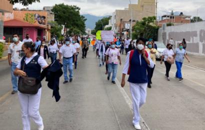 Continúan las protestas de trabajadores de Salud