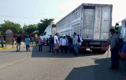 Liberan a retenidos en Jocotepec y levantan bloqueo en carretera Tuxtepec-Ayotzintepec